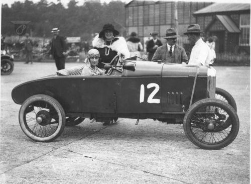 Bessie Duller in an Amilcar hd157